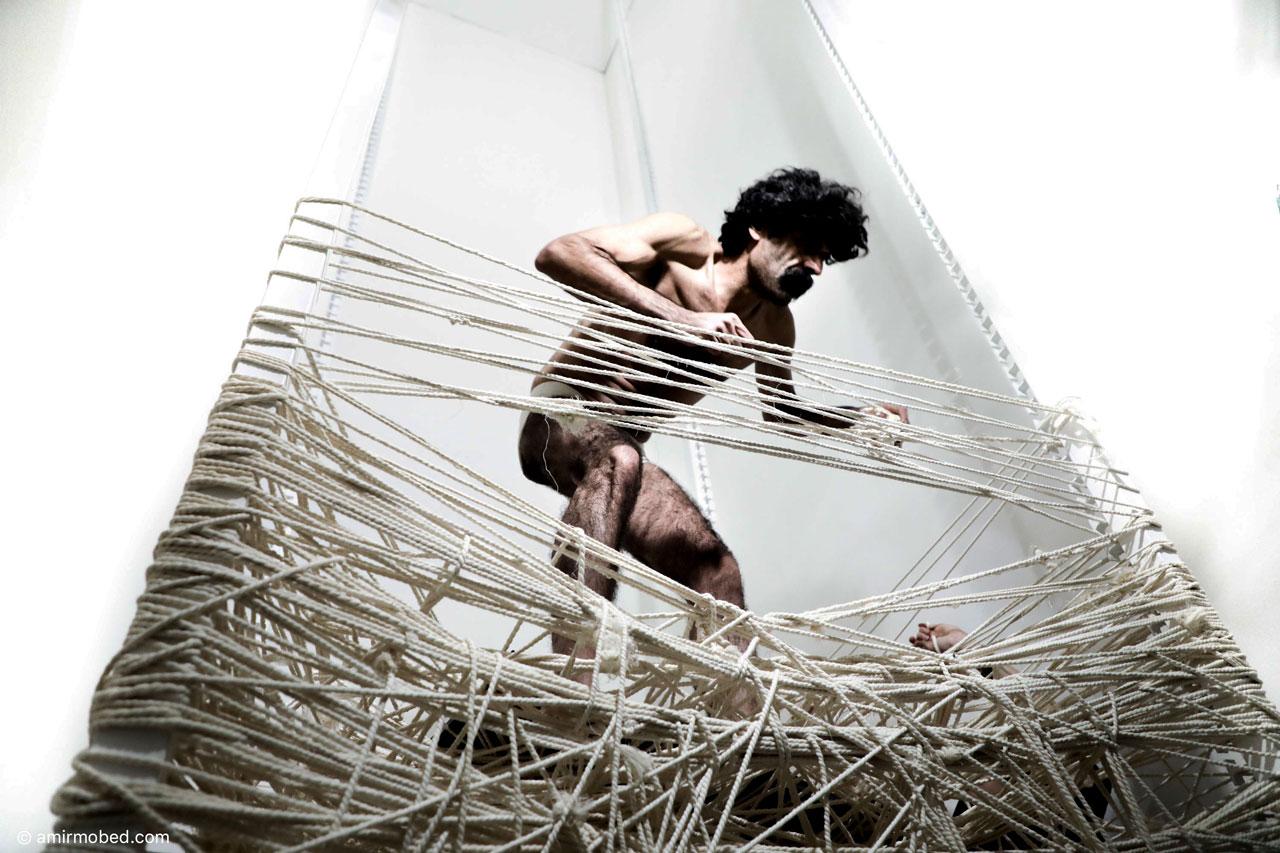 Disformission, 2018, Performance, Size: 850 × 150 × 150 cm