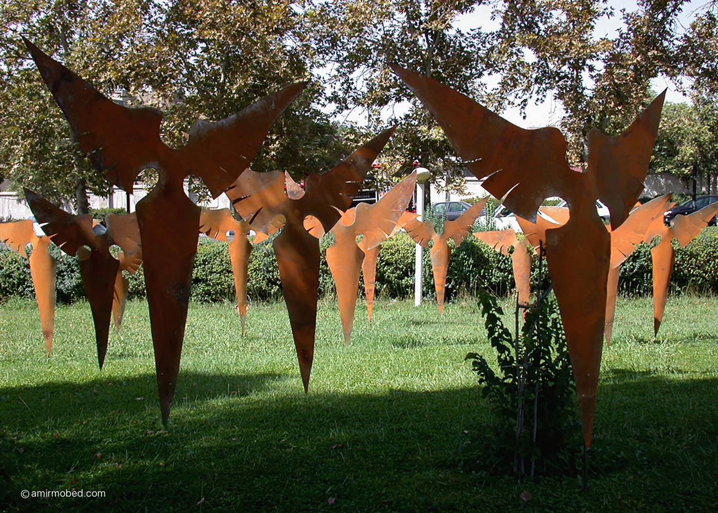 Angels, 2003, Installation, Rusted iron sheet, iron bar, Hight: 120-150 cm