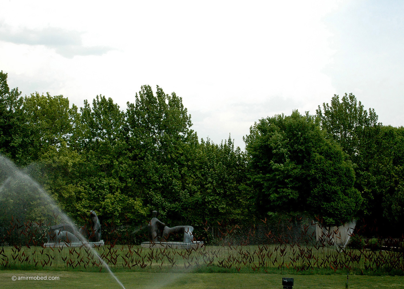 Listen to the Reed, 2004, Installation, Iron sheet, copper rods, length:30 m