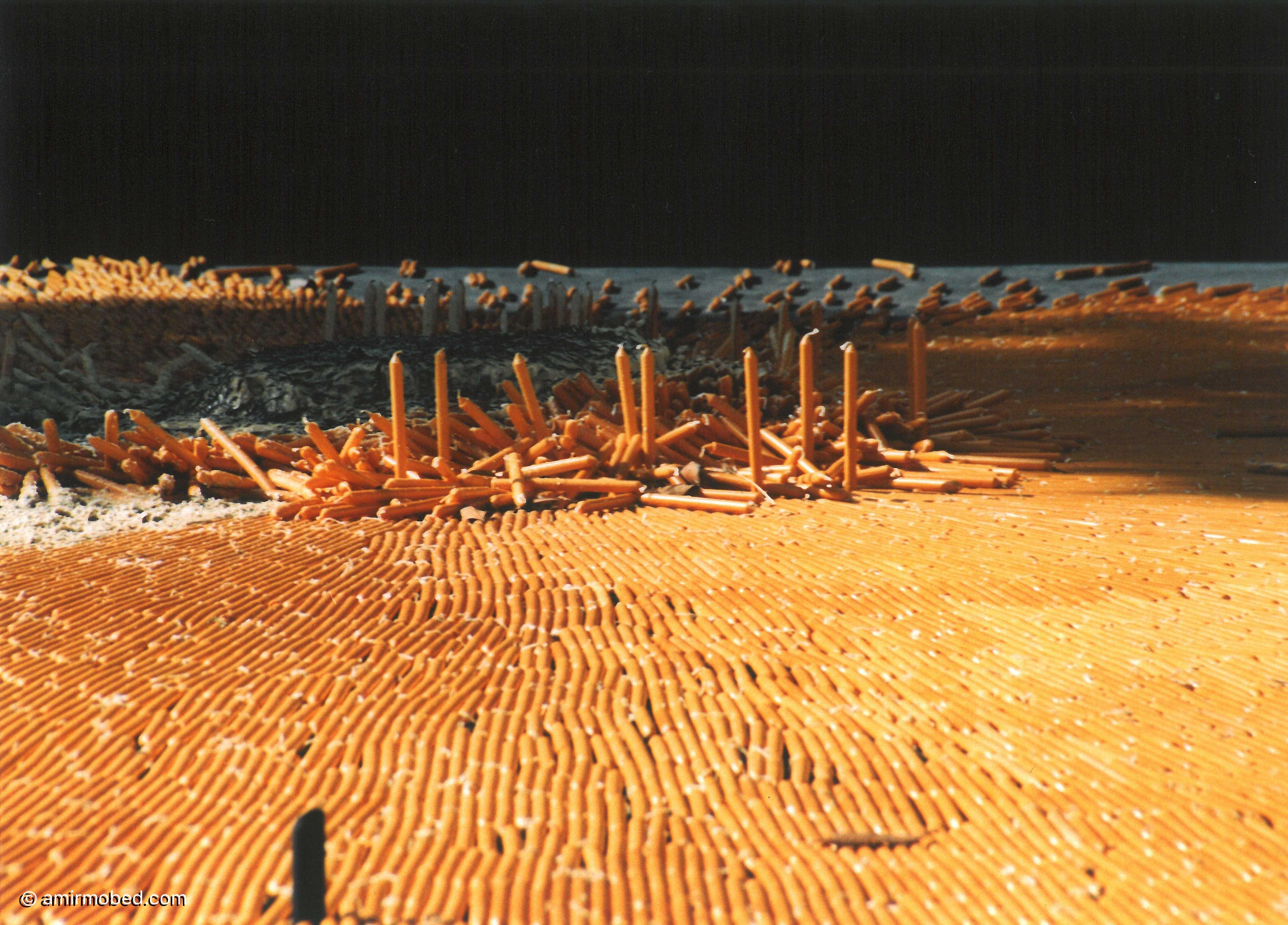 شمعها، ۱۳۸۳، چیدمان، ۱۴۰۰۰ شمع، چیدمان داخل استخر