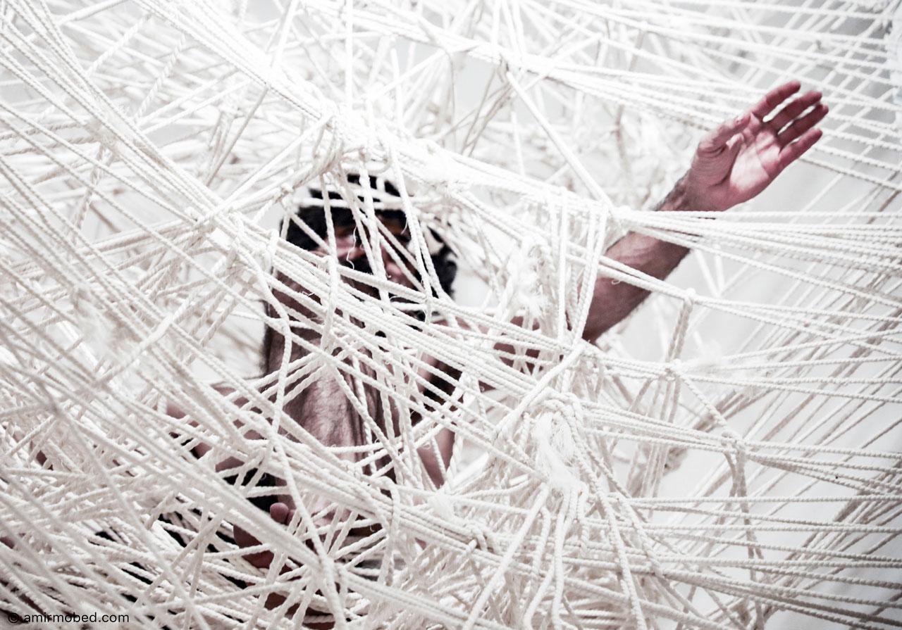 کژیدن، ۱۳۹۷، اجرا، ابعاد: ۸۵۰ × ۱۵۰ × ۱۵۰ سانتی متر