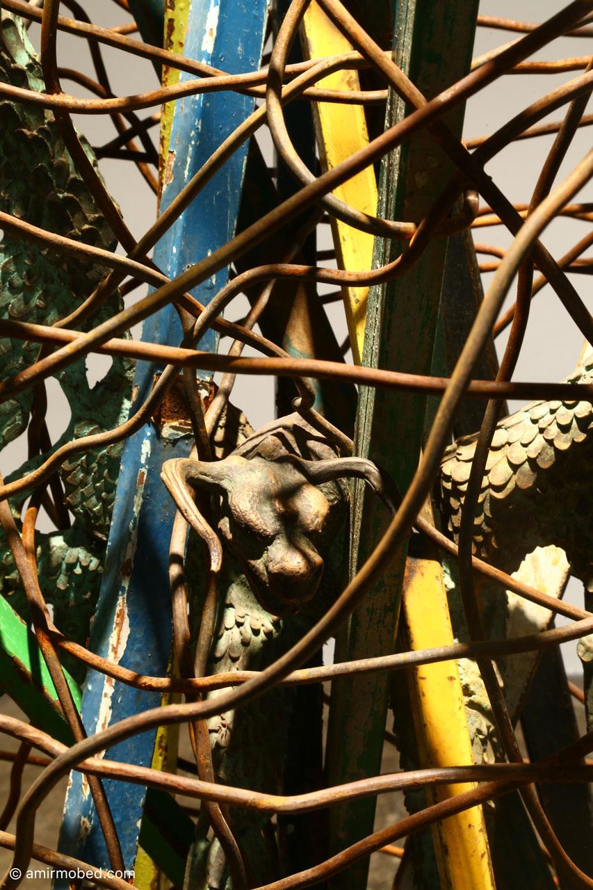 آفریده، ۱۳۹۸، مجسمه، برنز، آهن ضایعاتی، ابعاد: ۱۶۵ × ۹۵ سانتی متر